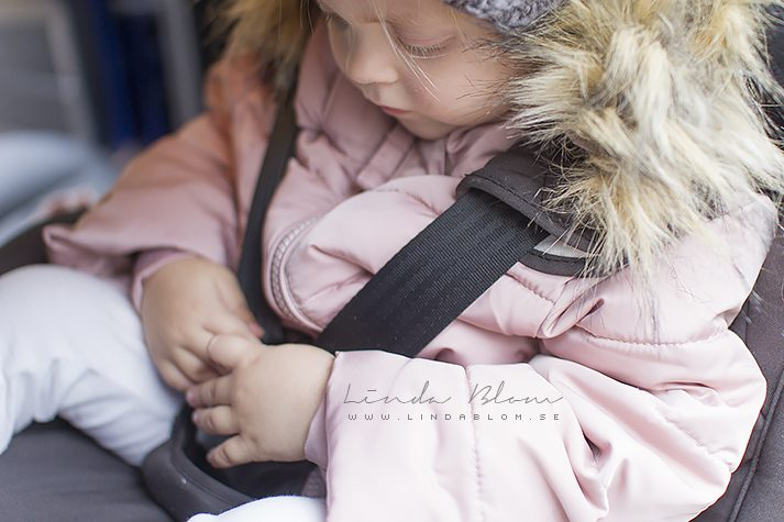 Wie Sie Ihr Kind sicher Anschnallen im Winter